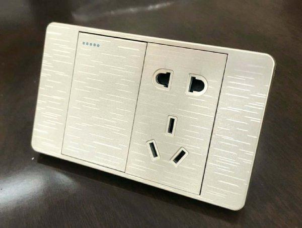 精品118型墙壁开关插座 大间距 更安全
