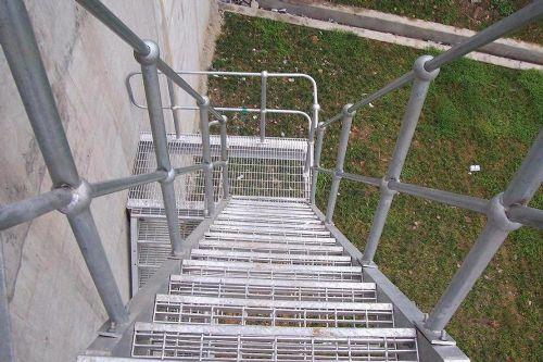 大和热浸锌钢楼梯